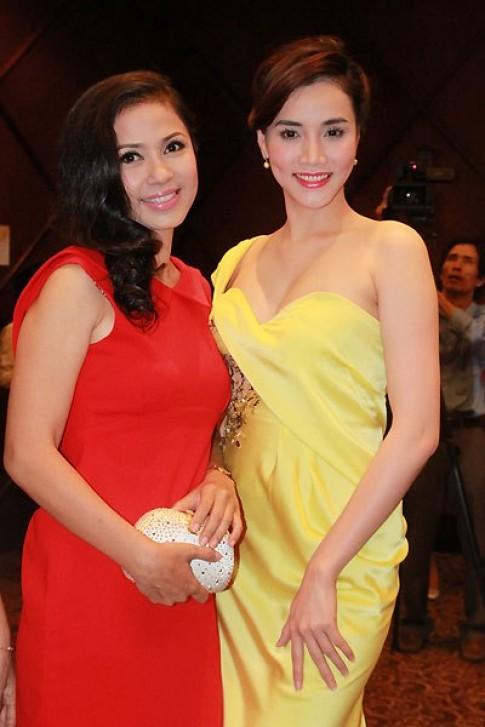 Viet Trinh, Trang Nhung dien vay mau nong