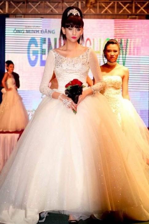 Võ Hoàng Yến đấu giá váy cưới giúp bệnh nhi nghèo