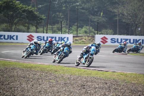 Vong 2 giai dua xe gan may Suzuki Asian Challenge tai duong dua Sentul - Indonesia