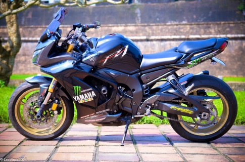 Yamaha FZ1 do pha cach voi kieu dang Sport Tuoring