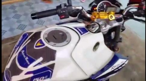 Yamaha Fz150i voi po Akrapovic bau gio am thanh cuc phe