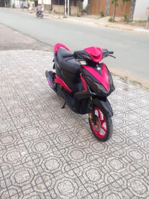 Yamaha Luvias hồng đen mạnh mẽ