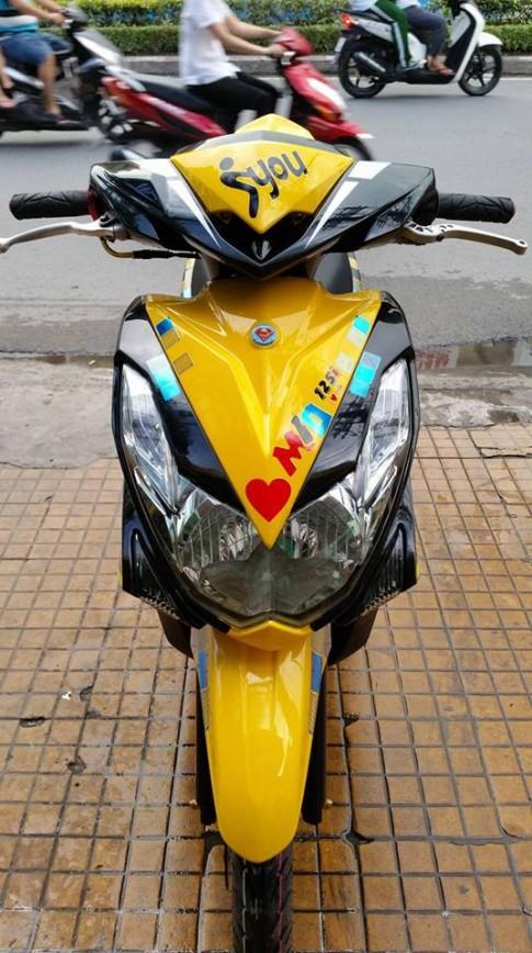 Yamaha mio 125i ao thai tren con xe Viet