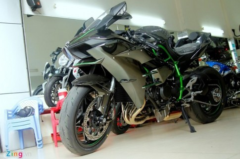 Yamaha R1 2015 va Kawasaki H2 So Sanh chi tiet