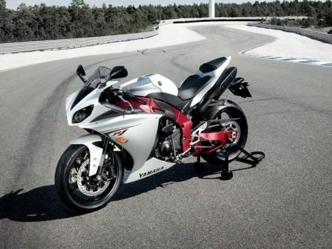 Yamaha R1 - ban do cho duong dua