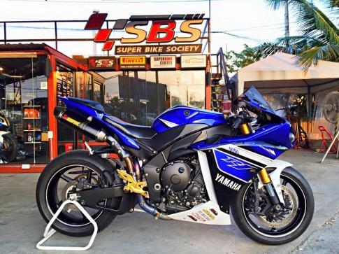 Yamaha R1 do nhe vai mon do choi noi bat tai Thai Lan