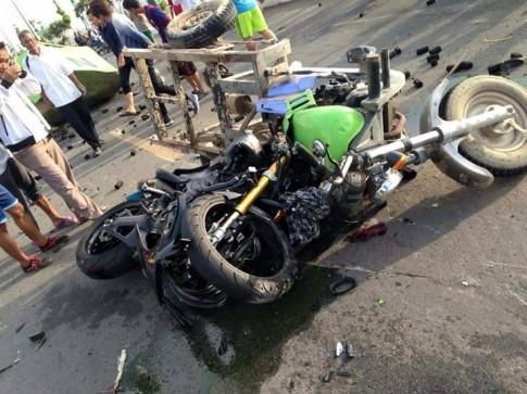 Yamaha R1 đối đầu cùng xe 3 bánh