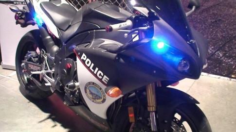 Yamaha R1 police qua du cho doi canh sat Long Beach