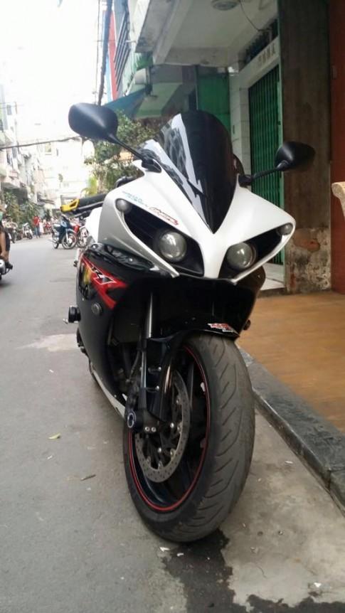 Yamaha R1 voi nhung mon do do kieng cuc gau