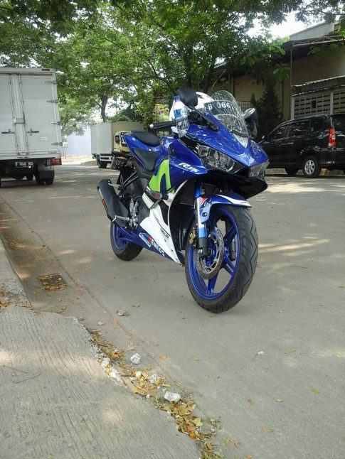 Yamaha R15 do phong cach R3 doc la