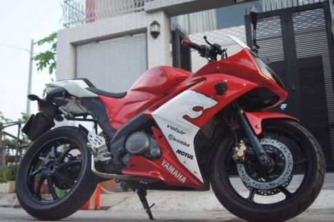 Yamaha R15 do sieu doc voi dan duoi cua Honda CBR600