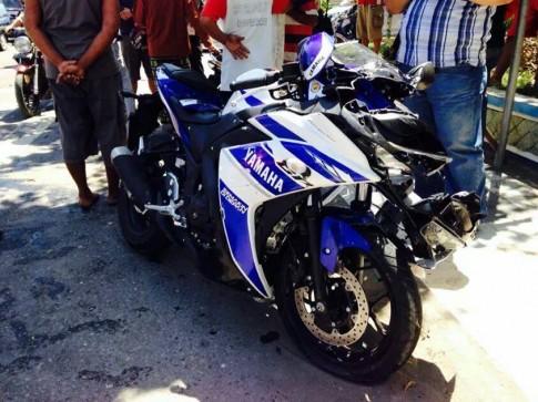 Yamaha R25 đụng banh đầu ở Indonesia