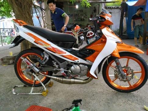 Yamaha Z độ sắc cam nổi bật với đồ chơi hàng hiệu