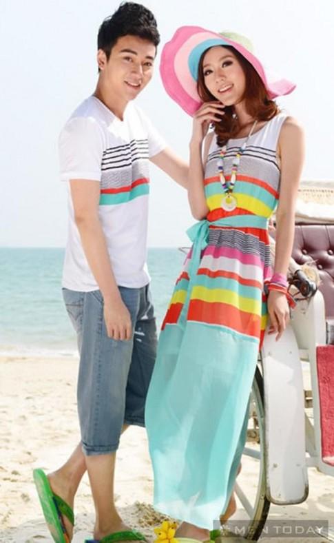 Cặp đôi lãng mạn với đồ đôi đi biển