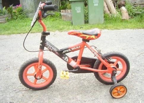 Chiếc xe đạp đầu đời cho bé