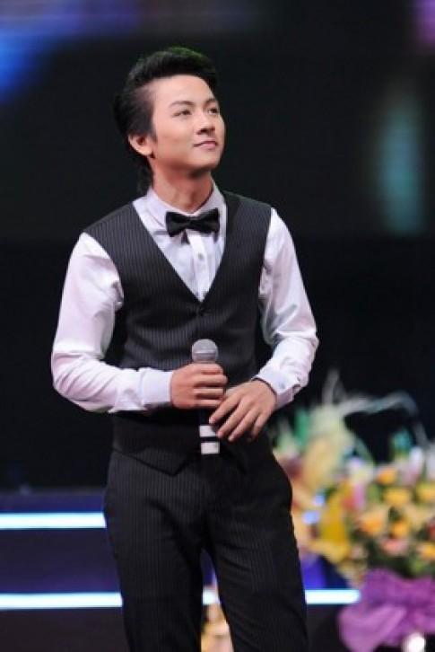Con trai Hoài Linh hát bolero cùng dàn sao