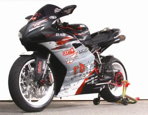 Ducati 848 Evo manh me trong bo ao moi