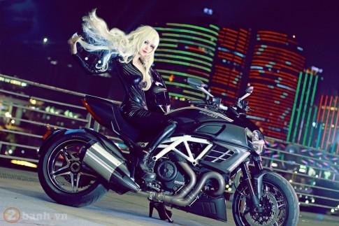 Ducati Diavel cung my nu xinh dep voi tao hinh Vermouth trong Tham tu lung danh Conan