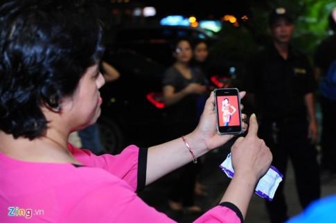 Hoa hậu Diễm Hương bị mẹ ruột chỉ trích ở chốn đông người