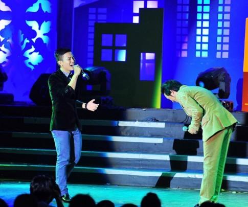 Hoài Lâm lần đầu nói về cha nuôi Hoài Linh trên sân khấu