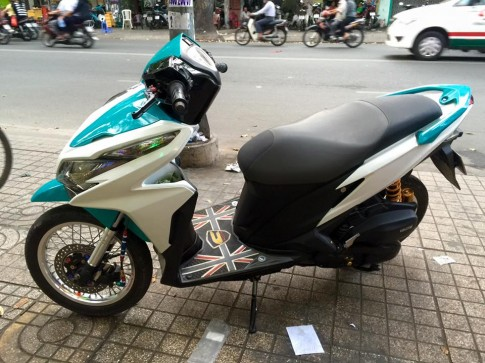 Honda Click 125i do noi bat voi dan do choi kieng