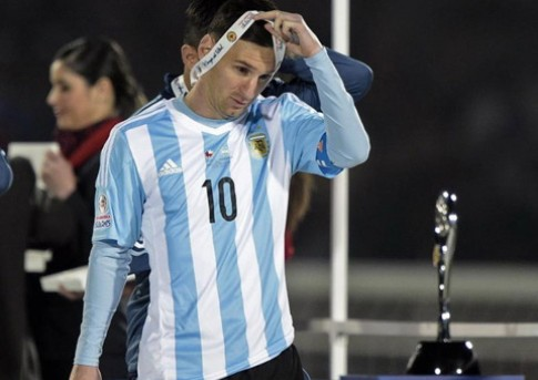 "Li do khien Messi tu choi nhan giai ""Cau thu xuat sac nhat Copa America 2015"""