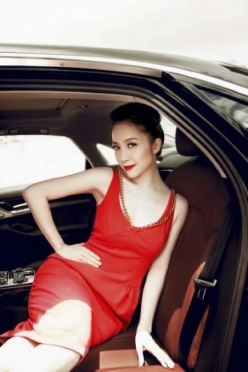 Linh Nga thả dáng quyến rũ bên siêu xe