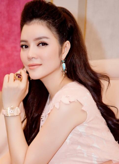 Ly Nha Ky, Thuy Van trang diem dep voi mau nude