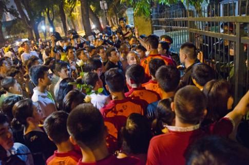 Nguoi dan xin cho doi U19 vao vieng Tuong Giap