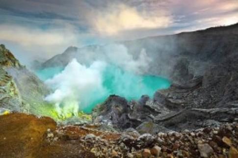 Những đốm lửa xanh kỳ ảo ở Indonesia