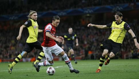 Phao thu gay canh truoc Borussia Dortmund