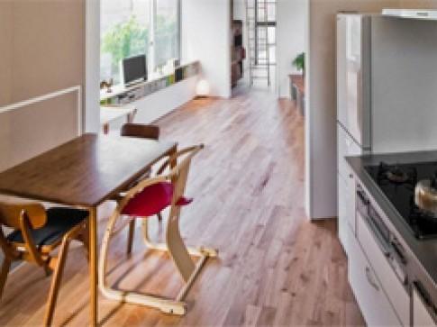 Sàn gỗ có ấm hơn sàn lát gạch