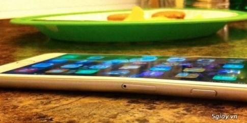Siêu phẩm mới nhất của Apple- iPhone 6 có thể bị bẻ cong bằng tay thường