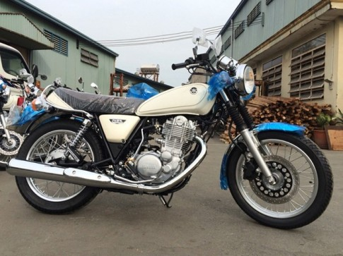 Xe mo to co dien Yamaha SR400 2015 dau tien ve Viet Nam