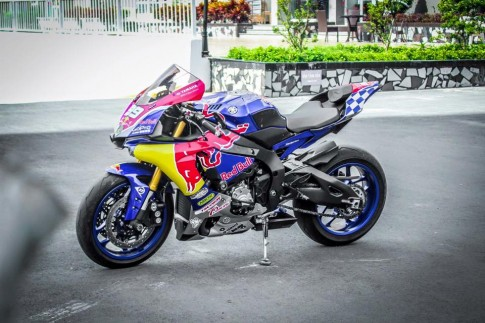 Yamaha R1 phien ban RedBull day quyen ru