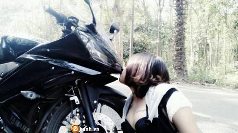 Yamaha R15 và chủ xe là một hot girl