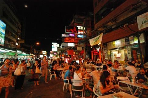 24h tren pho Tay nhon nhip dat Thai Lan