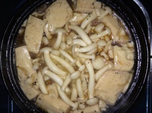 Ăn chay ngon với đậu hũ mềm kho nấm linh chi trắng
