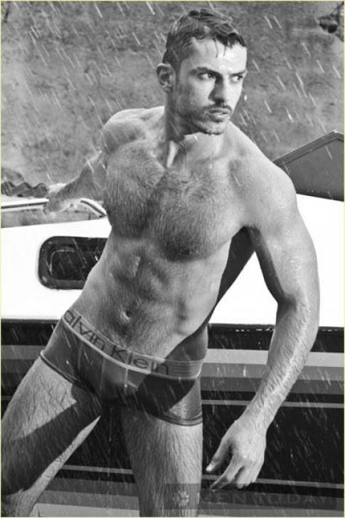 Anderson Barbosa nam tinh trong underwear nam cua Calvin Klein