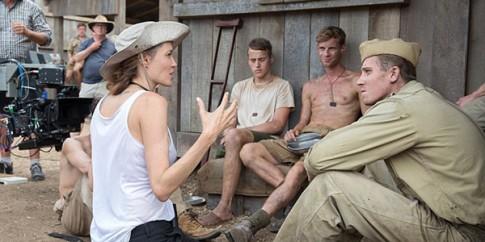 Angelina Jolie nhin an de moi nguoi bat chuoc