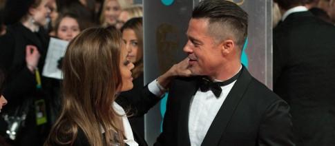 Angelina Jolie va Brad Pitt tinh tu tren tham do BAFTAs