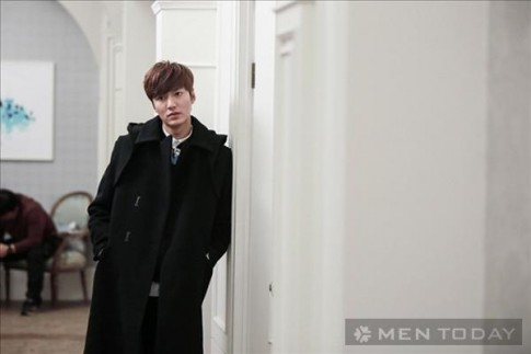 Áo khoác dáng dài tăng vẻ lãng tử cho sao nam xứ Hàn