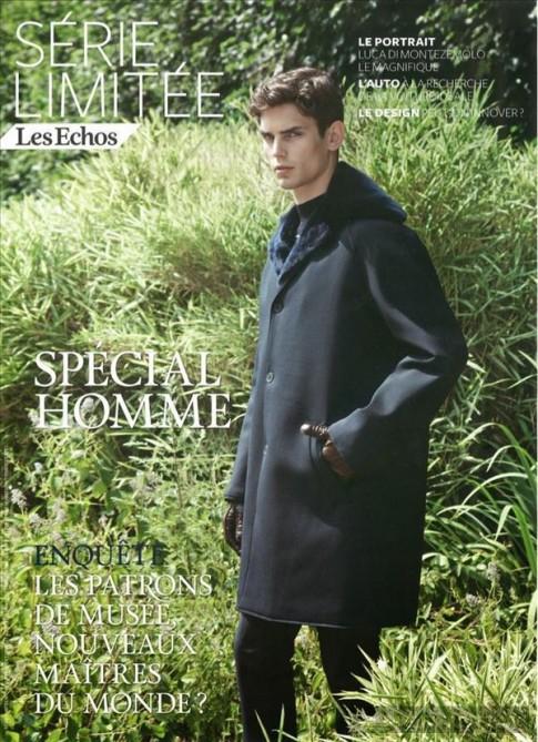 Arthur Gosse cổ điển và lịch lãm cùng trench coats trên Les Echos