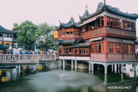 Banh bao an bang ong hut o Thuong Hai