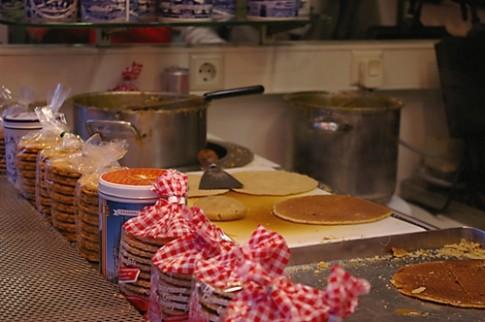 Banh pancake va khoai tay nghien kieu Ha Lan