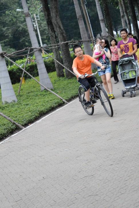 Ben thích đi xe đạp