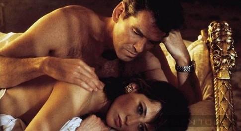 Bi quyet chinh phuc thanh cong nang Elektra King cua James Bond (P4)