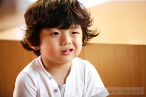 Cậu nhóc mắt 1 mí gây 'sốt' tại Hàn Quốc