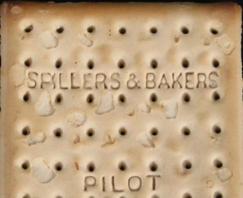 Chiếc bánh quy 103 tuổi sót lại từ thảm kịch Titanic