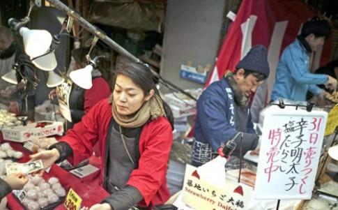 Cho ca Tsukiji 80 tuoi mo phien dau gia cuoi cung
